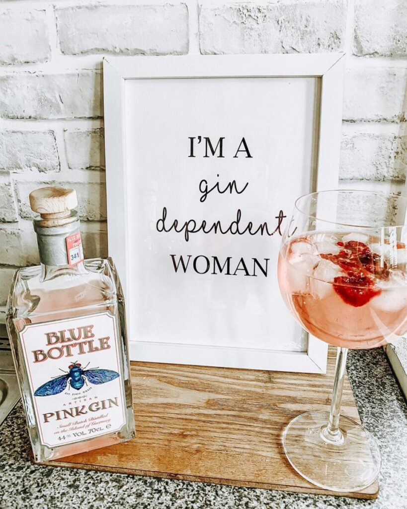 Et billede til en mors dag gave med Blue bottle pink gin